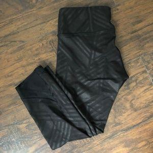 Old Navy Black Patterned Cropped Leggings